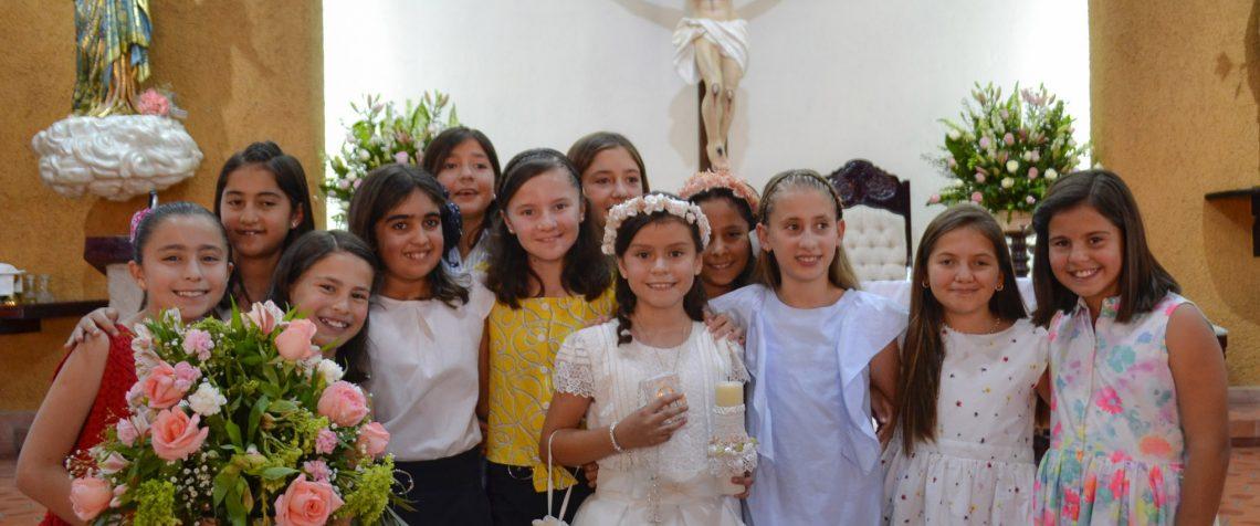 Mariana celebra la comunión