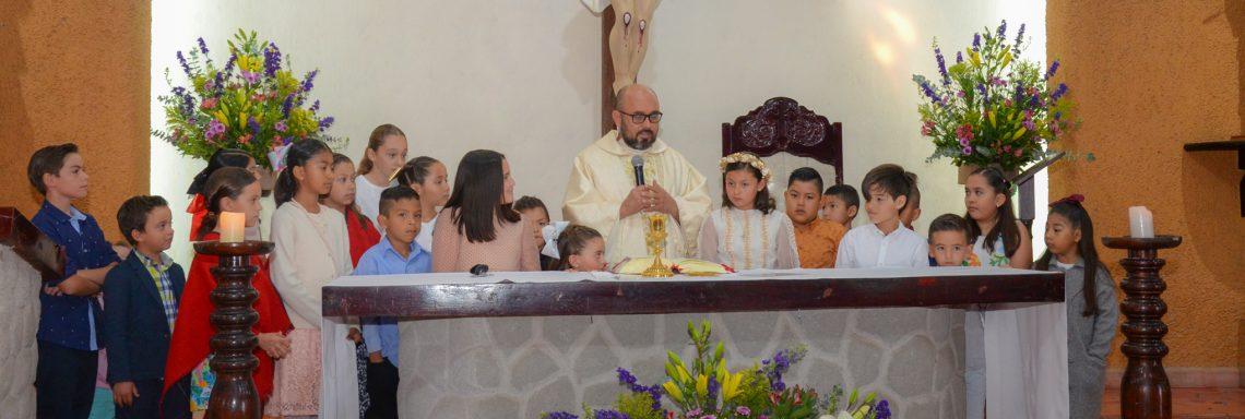 Participa por primera vez en la Eucaristía